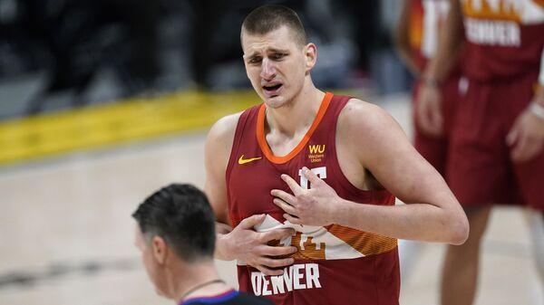 Никола Јокић незадовољан одлуком судије током утакмице против Мајамија - Sputnik Србија