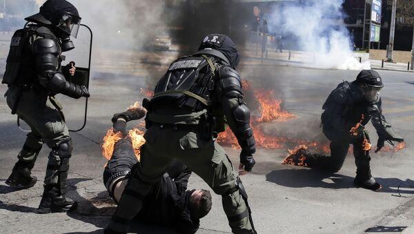 Protest studenata u Solunu na kom su bacani molotovljevi kokteli - Sputnik Srbija