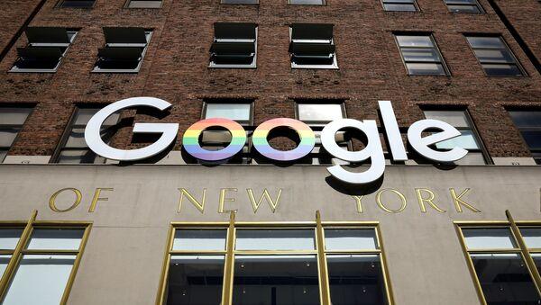 Лого компаније Гугл на згради компаније у Њујорку - Sputnik Србија