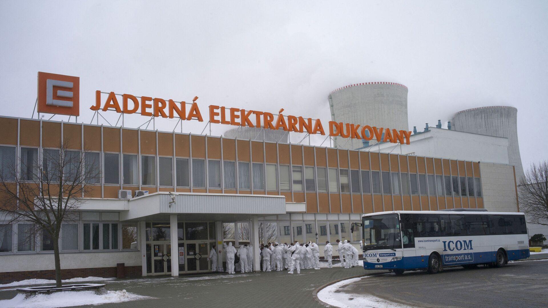 Радници испред чешке нуклеарне електране Дуковани - Sputnik Србија, 1920, 27.09.2021