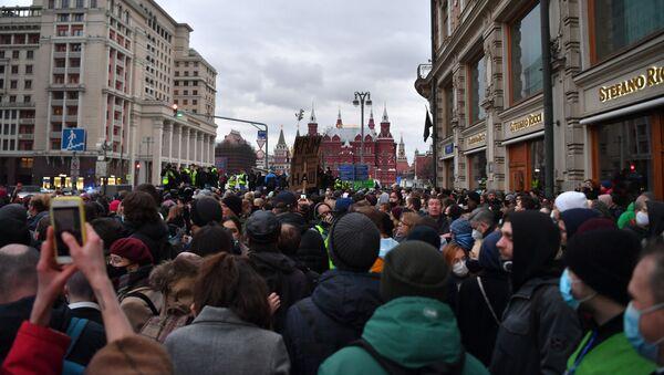 Demonstranti na protestu podrške ruskom opozicionaru Alekseju Navaljnom u Moskvi - Sputnik Srbija