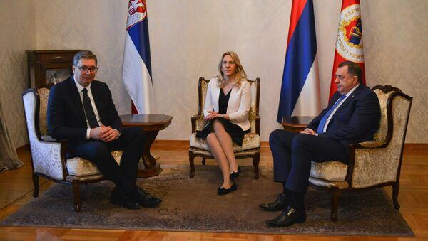 Predsednik Srbije Aleksandar Vučić u Banjaluci sa Miloradom Dodikom i Željkom Cvijanović - Sputnik Srbija