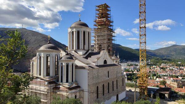 Crkva je spomenik kulture BiH, bila je pod zaštitom UNESKO-a, a i po Dejtonskom sporazumu mora da izgleda identično kao njena prethodnica, da bude istih dimenzija, ali i od istog materijala.  - Sputnik Srbija