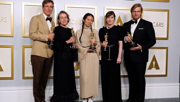 """""""Земља номада"""" проглашен за најбољи филм на 93. додели Оскара - Sputnik Србија"""