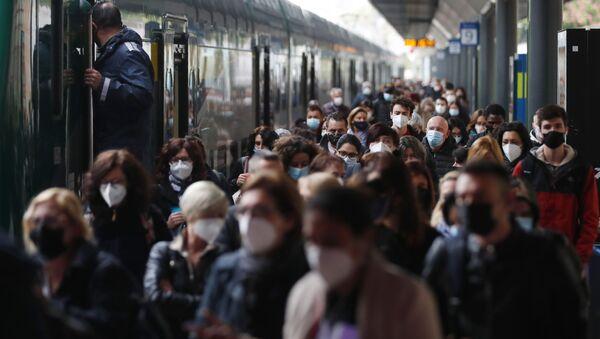 Метро станица у Милану - Sputnik Србија