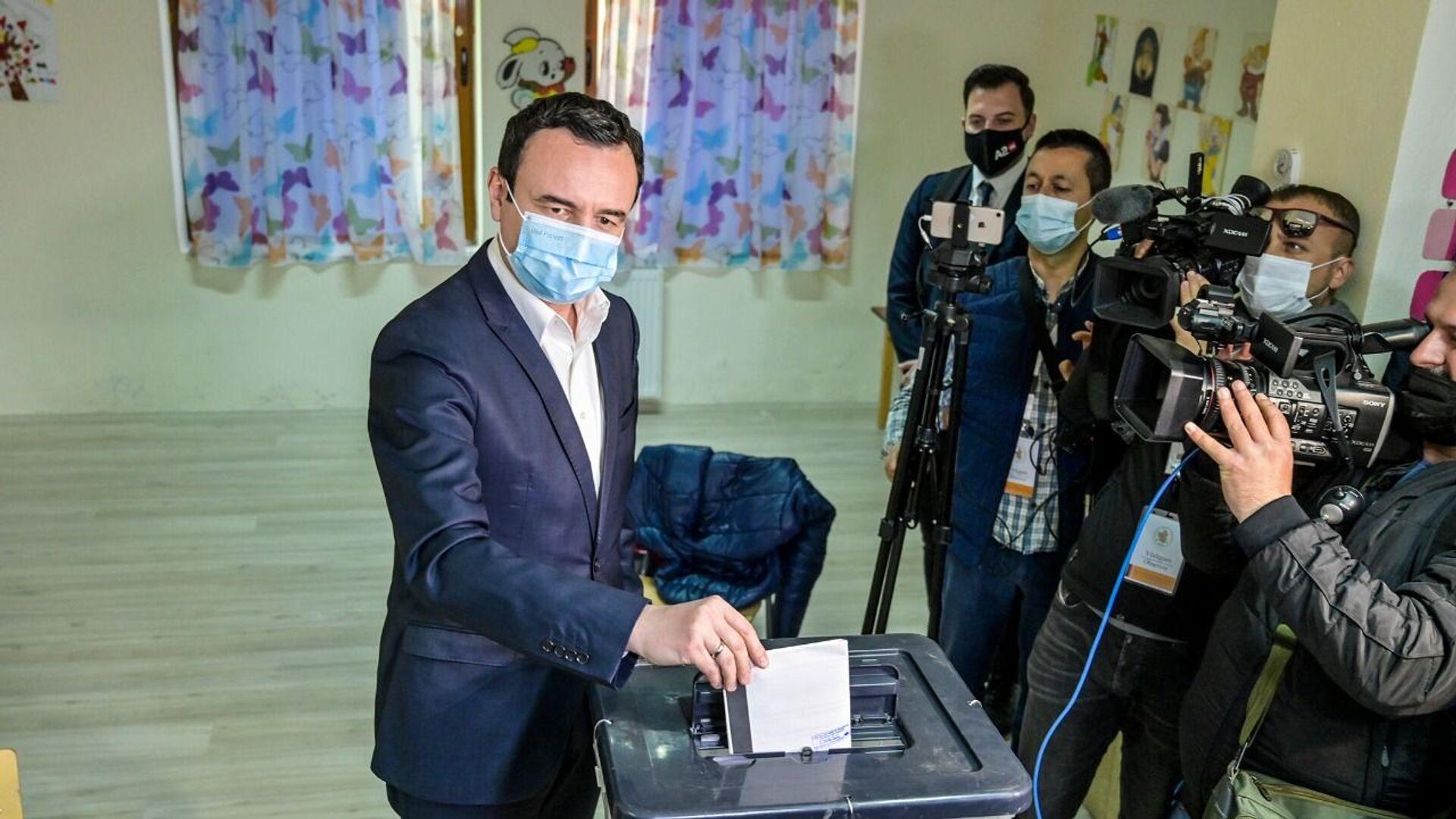 Аљбин Курти, премијер тзв државе Косово и лидер покрета Самоопредељење гласа на изборима у Албанији - Sputnik Србија, 1920, 13.07.2021