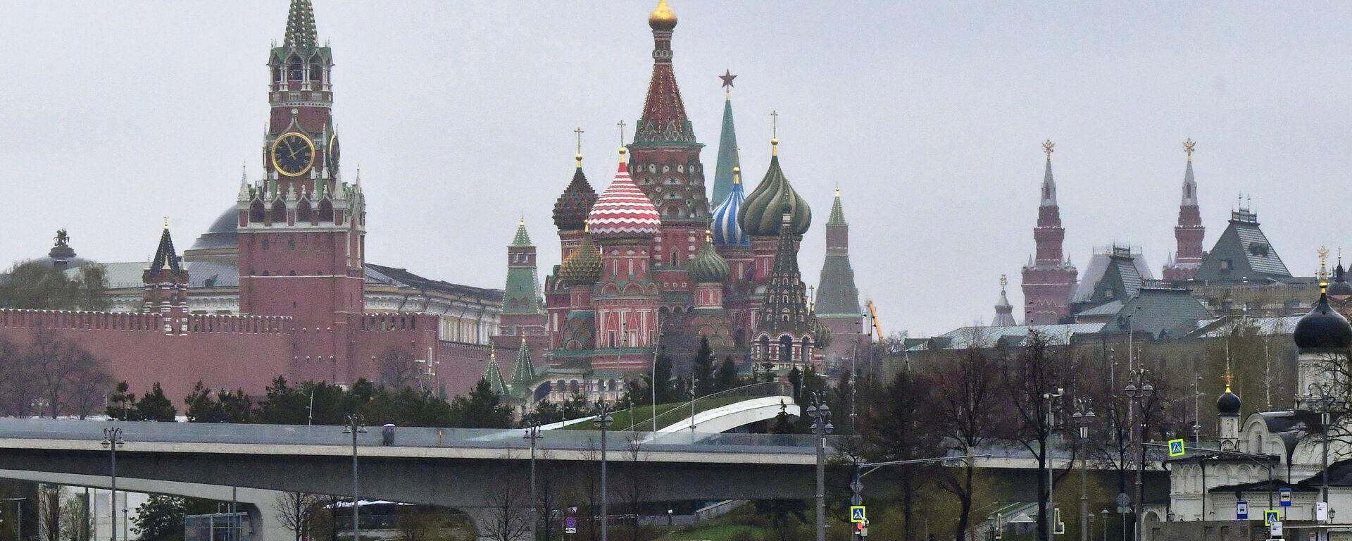 Pogled na Kremlj i Hram Vasilija Blaženog u Moskvi - Sputnik Srbija, 1920, 16.09.2021