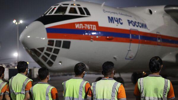 Авион Министарства за ванредне ситуације Русије са хуманитарном помоћи слеће на аеродром у Њу Делхију - Sputnik Србија