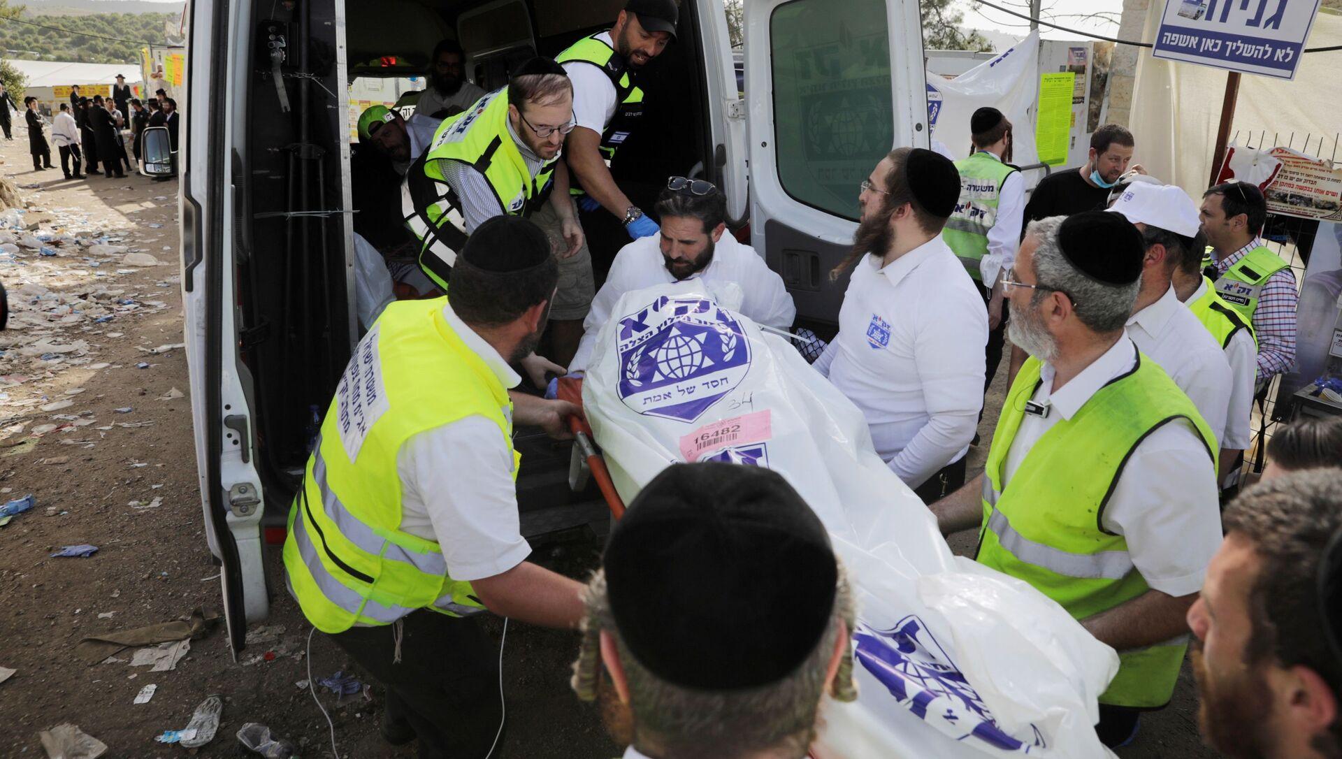 Хитна помоћ одвози тела настрадалих у стампеду на верском фестивалу у Израелу - Sputnik Србија, 1920, 03.05.2021