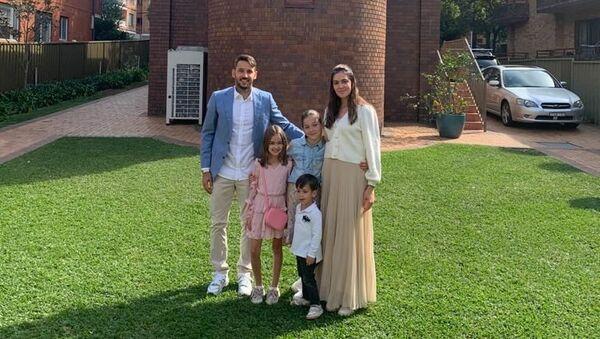 Srpski fudbaler Nikola Ninković sa suprugom i decom proslavio Uskrs u Sidneju - Sputnik Srbija