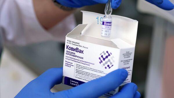 Ампула са вакцином против ковида КовиВак Центра Чумаков - Sputnik Србија