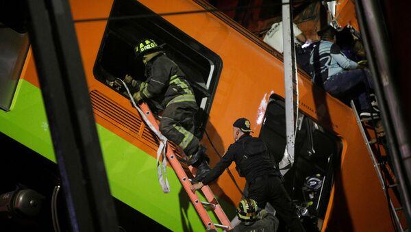 Спасиоци на месту несреће у Мексико Ситију - Sputnik Србија