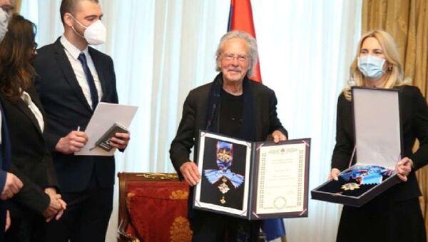 Petru Handkeu uručen Orden Republike Srpske - Sputnik Srbija