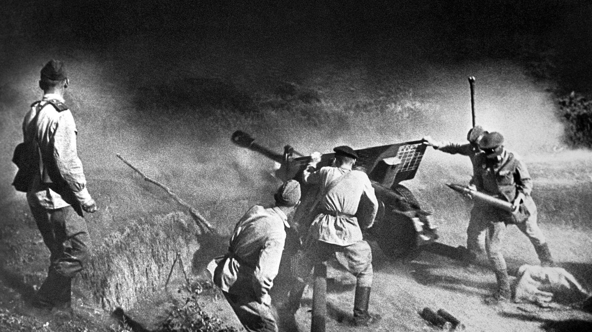 Артиљеријска јединица током борбе, Северни Кавказ, 1943. година - Sputnik Србија, 1920, 22.06.2021