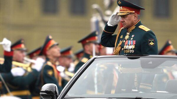 Министар одбране Сергеј Шојгу на војној паради у част 76. годишњице победе у Другом светском рату - Sputnik Србија