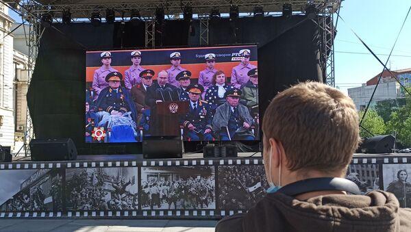 Најмлађи гледалац овог великог догађаја, Вичеслав Пичугин, пратио је параду из првог реда - Sputnik Србија