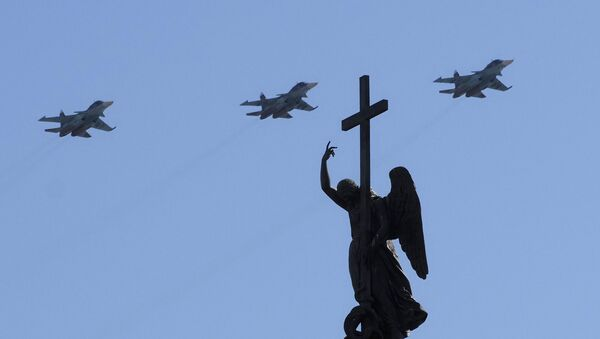 Avioni Su-34 učestvuju u vazdušnom delu Parade pobede u Sankt Peterburgu - Sputnik Srbija