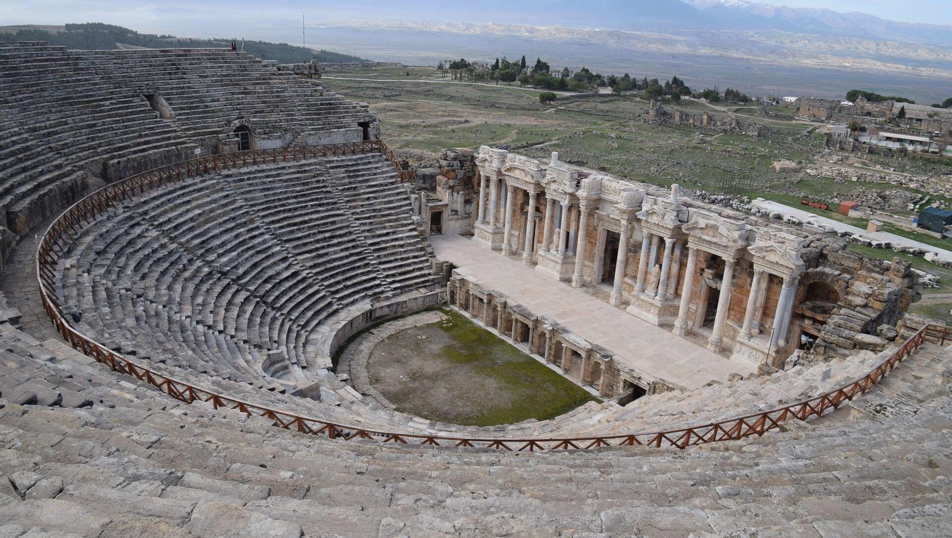 Арена у античком Хијераполису, у данашњој Турској, где се налазе римска Врата пакла - Sputnik Србија, 1920, 10.05.2021