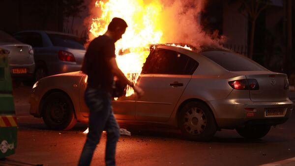 Сукоб Израелаца и Палестинаца, запаљен аутомобил у Тел Авиву - Sputnik Србија
