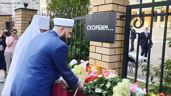 Казањ: Грађани се опраштају од ђака и наставника погинулих у нападу на школу /видео/ - Sputnik Србија