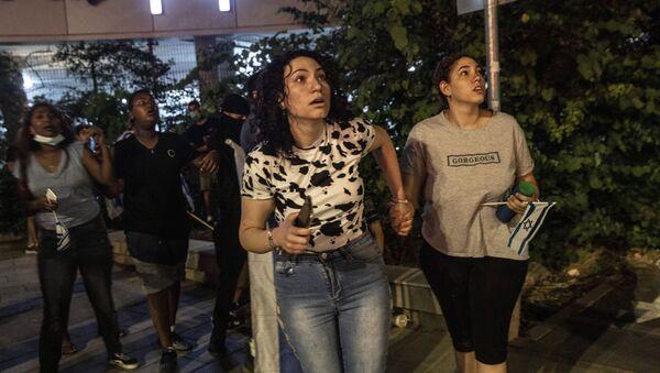 Građani Ramale unezvereno gledaju u nebo zasuto projektilima - Sputnik Srbija