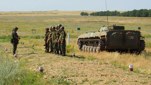 Припадници Народне милиције ЛНР на војним вежбама - Sputnik Србија