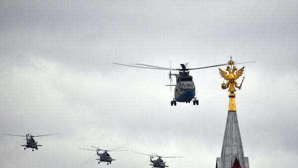 Ruski helikopteri Mi-26 i Mi-8 na vojnoj paradi u Rusiji - Sputnik Srbija