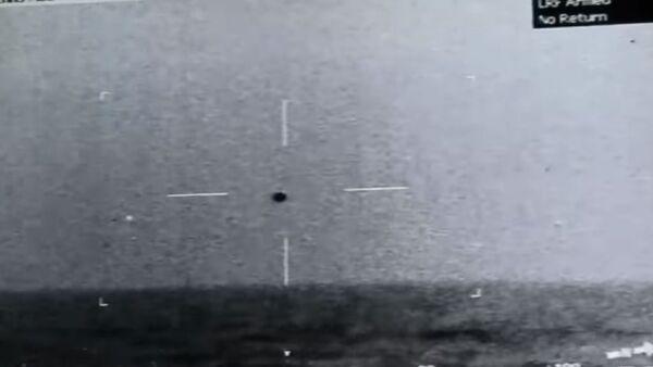 Снимак НЛО изнад мора у близини Калифорније који је начинила америчка ратна морнарица - Sputnik Србија
