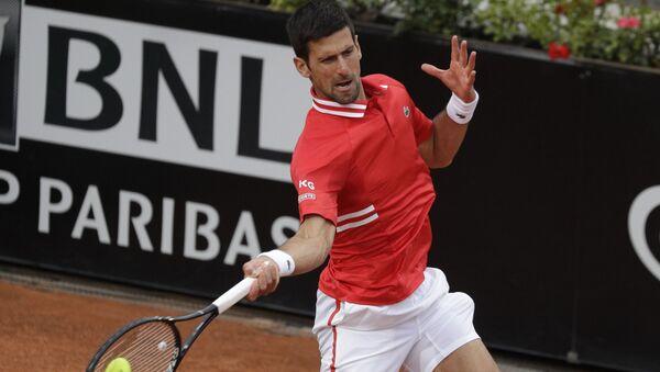 Novak Đoković tokom duela sa Lorencom Sonegom u Rimu - Sputnik Srbija