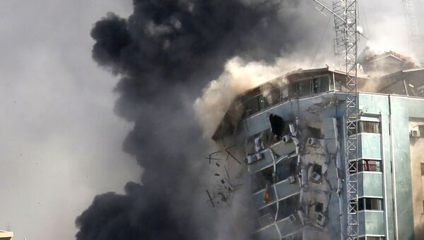 Rušenje solitera u Gazi u kome su se nalazila sedišta inostranih medija - Sputnik Srbija