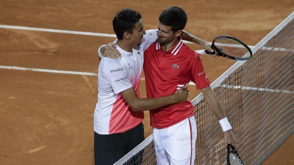 Novak Đoković i Lorenco Sonego posle polufinala Mastersa u Rimu - Sputnik Srbija