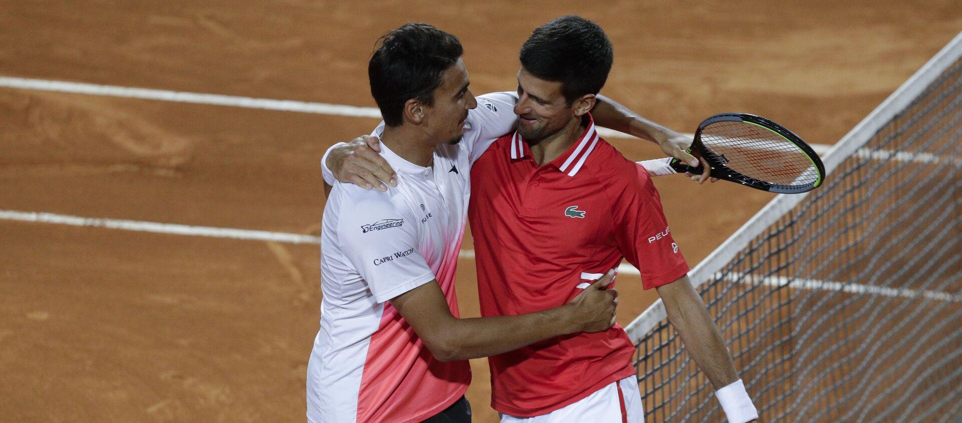 Novak Đoković i Lorenco Sonego posle polufinala Mastersa u Rimu - Sputnik Srbija, 1920, 15.05.2021