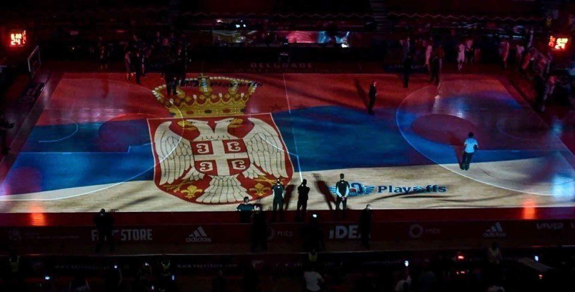 Grb Srbije na parketu Pionira pred početak duela Crvena zvezda – Budućnost - Sputnik Srbija, 1920, 17.05.2021
