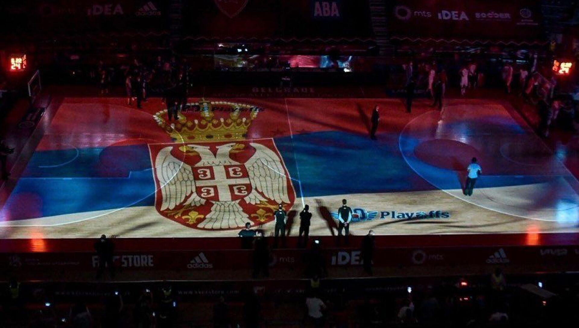 Grb Srbije na parketu Pionira pred početak duela Crvena zvezda – Budućnost - Sputnik Srbija, 1920, 19.05.2021