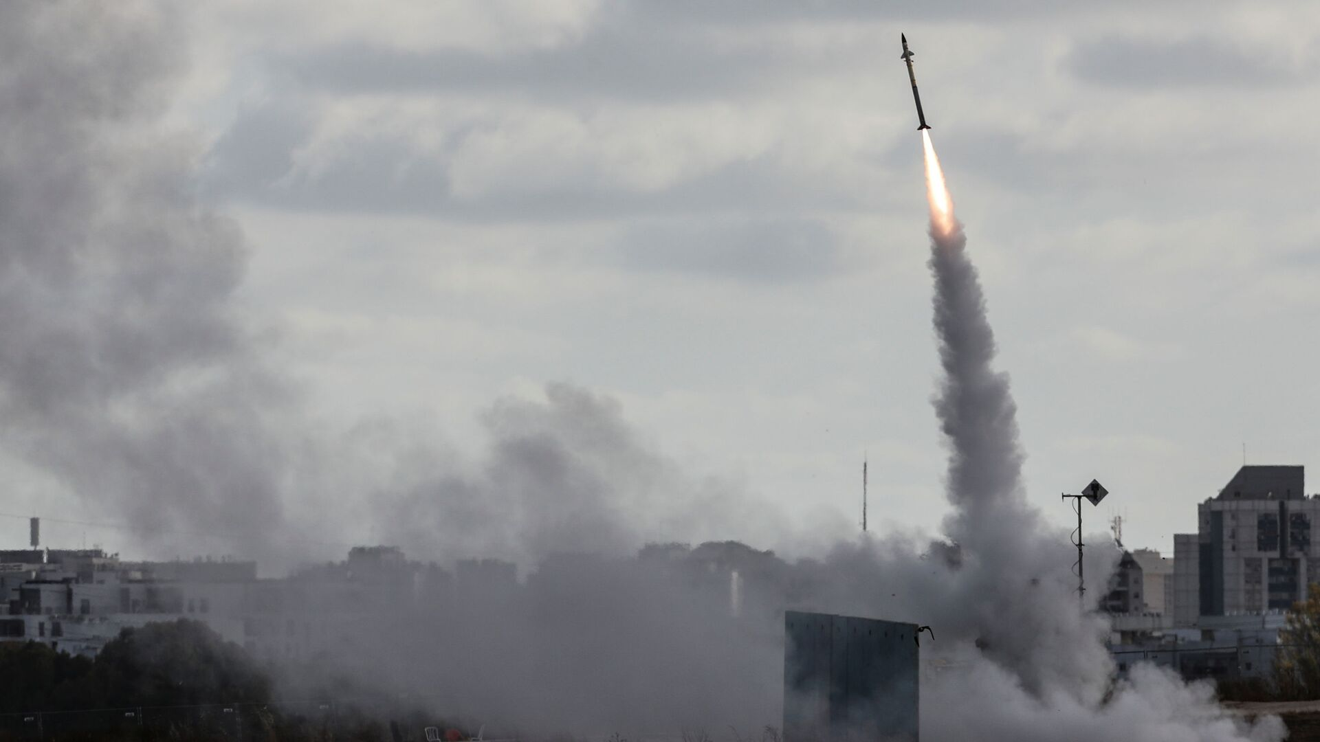 "Израелски противракетни систем ""Гвоздена купола"" - Sputnik Србија, 1920, 18.05.2021"