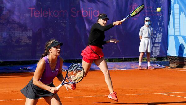 Srpske teniserke Ivana Jorović i Lola Radivojević tokom turnira u Beogradu - Sputnik Srbija