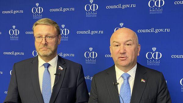 Ministar u Vladi Republike Srbije Nenad Popović i  potpredsednika Saveta Federacije Rusije Konstantin Kosačov - Sputnik Srbija