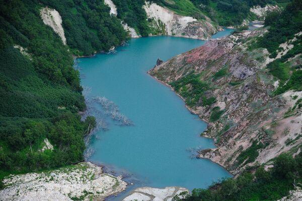 Pogled na jezero Gejzern u Dolini gejzira u Kronickom državnom rezervatu prirodne biosfere na Kamčatki  - Sputnik Srbija