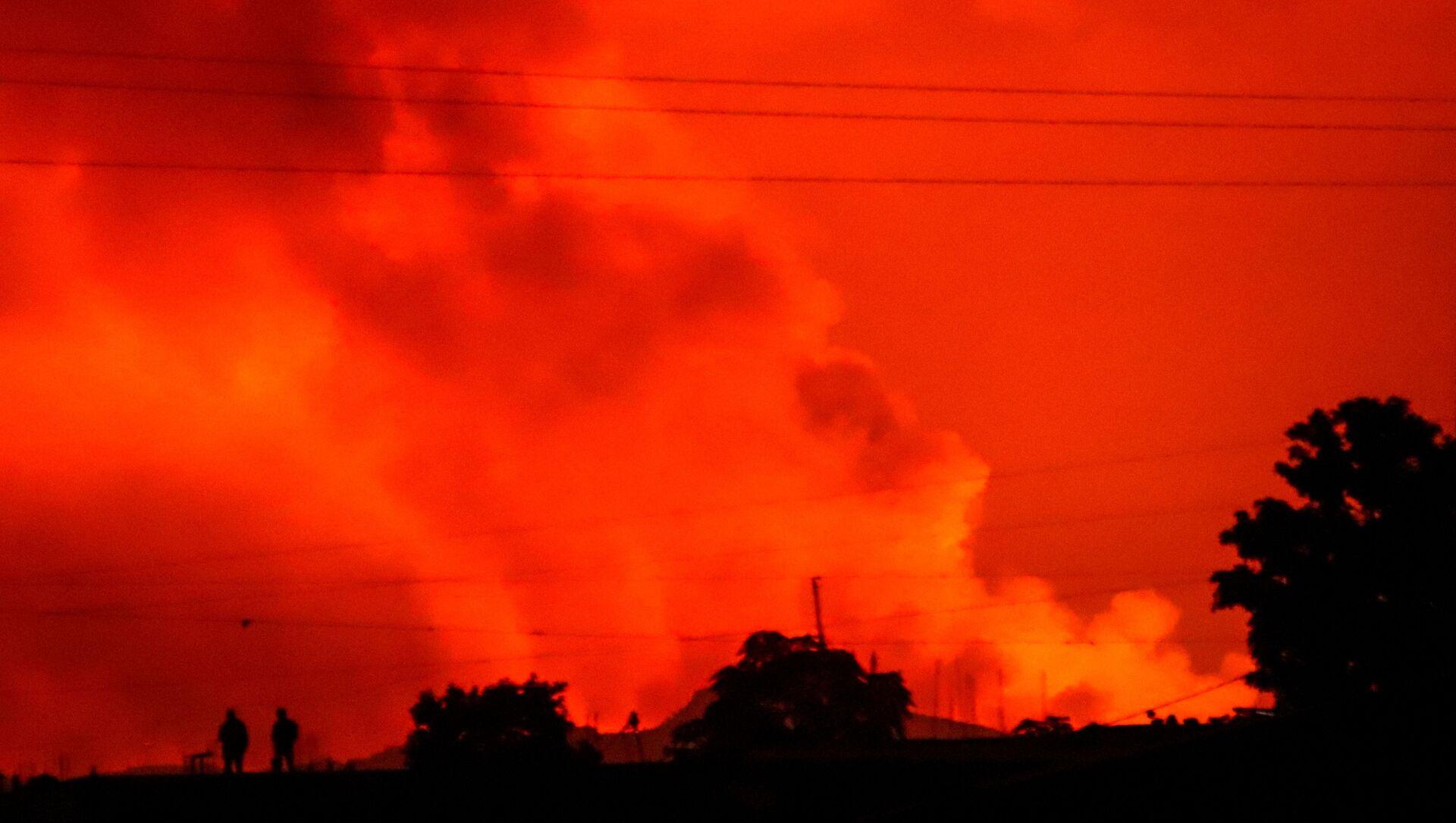 Црвено небо над градом Гома после ерупције вулкана у Конгу - Sputnik Србија, 1920, 23.05.2021