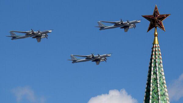 Strateški bombarderi-nosači raketa Tu-95MS na vojnoj paradi za Dan pobede u Moskvi - Sputnik Srbija