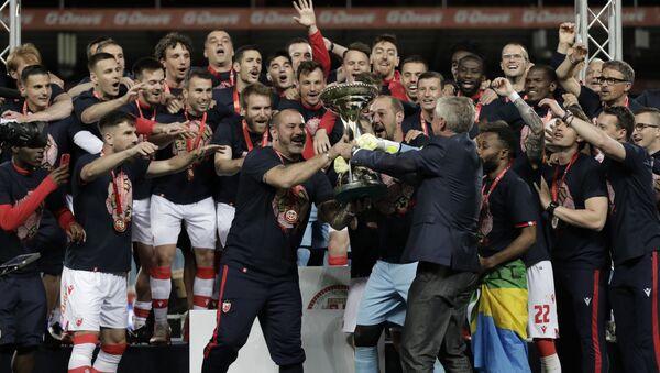 Fudbaleri Crvene zvezde podižu trofej Kupa Srbije - Sputnik Srbija