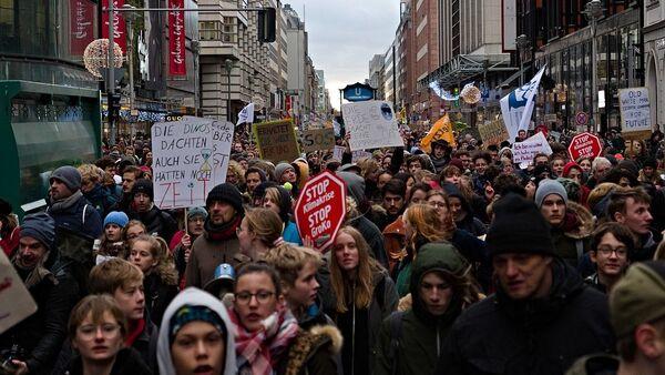 """Demonstracije pokreta """"Petkom za budućnost"""" u Berlinu.  - Sputnik Srbija"""