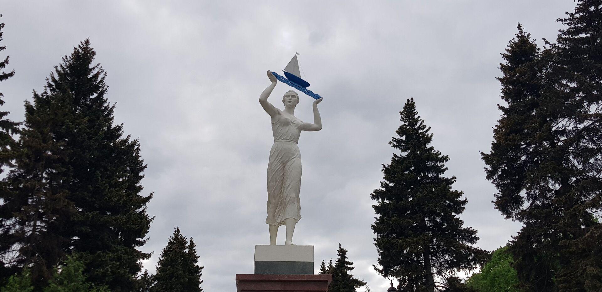 Скулптура у парку око терминала Северне речне станице у Москви - Sputnik Србија, 1920, 13.07.2021
