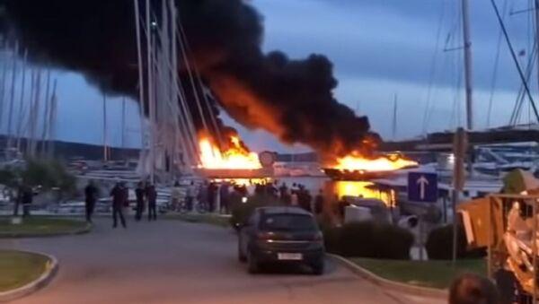Požar u Hrvatskoj u marini u mestu Kaštel - Sputnik Srbija