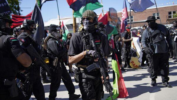 Марш наоружаних Црних пантера у америчком граду Тулса у Оклахоми поводом 100 година од расног масакра - Sputnik Србија
