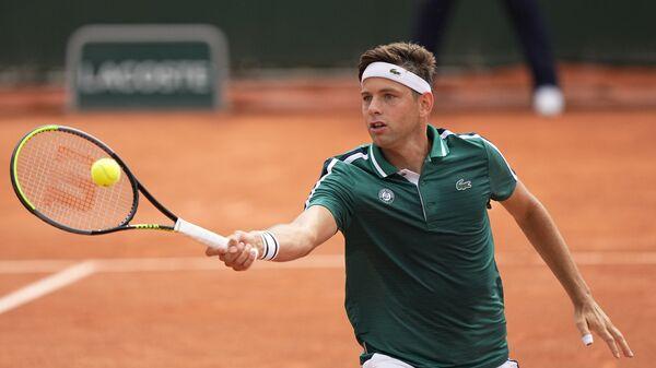 Srpski teniser Filip Krajinović tokom duela sa Džonom Iznerom na Rolan Garosu - Sputnik Srbija