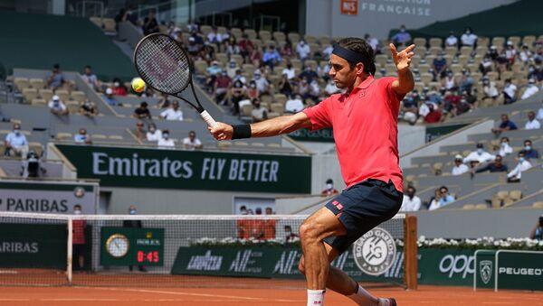 Rodžer Federer tokom meča sa Marinom Čilićem na Rolan Garosu - Sputnik Srbija