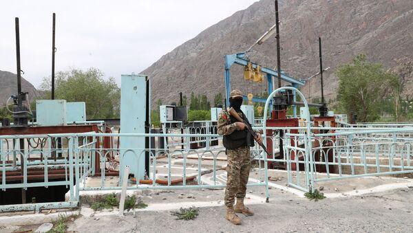 Војник Оружаних снага Киргизије на граници са Таџикистаном - Sputnik Србија