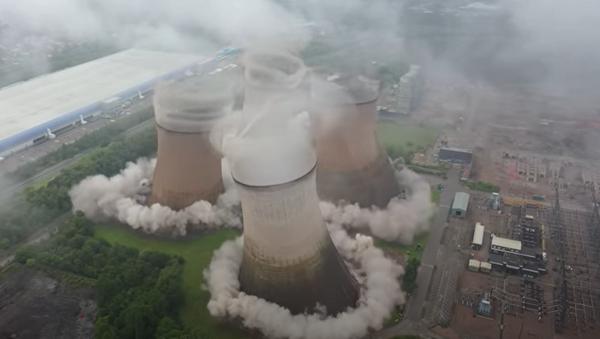 Рушење торњева термоелектране у Британији - Sputnik Србија