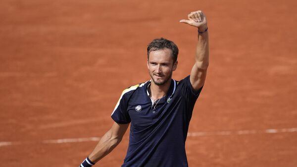 Ruski teniser Danil Medvedev posle pobede u osmini finala Rolan Garosa - Sputnik Srbija